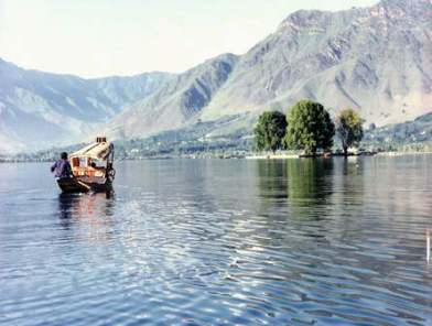 world famous tourist places in kashmir